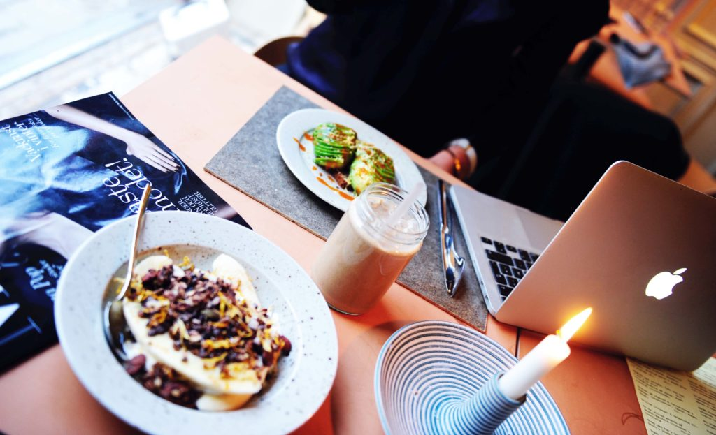 Pom & Flora Café